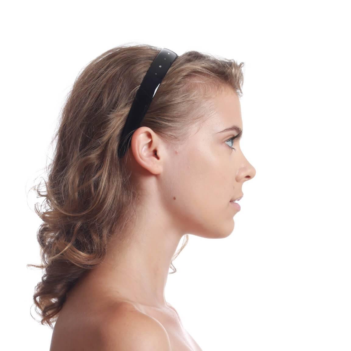 model with headband 3