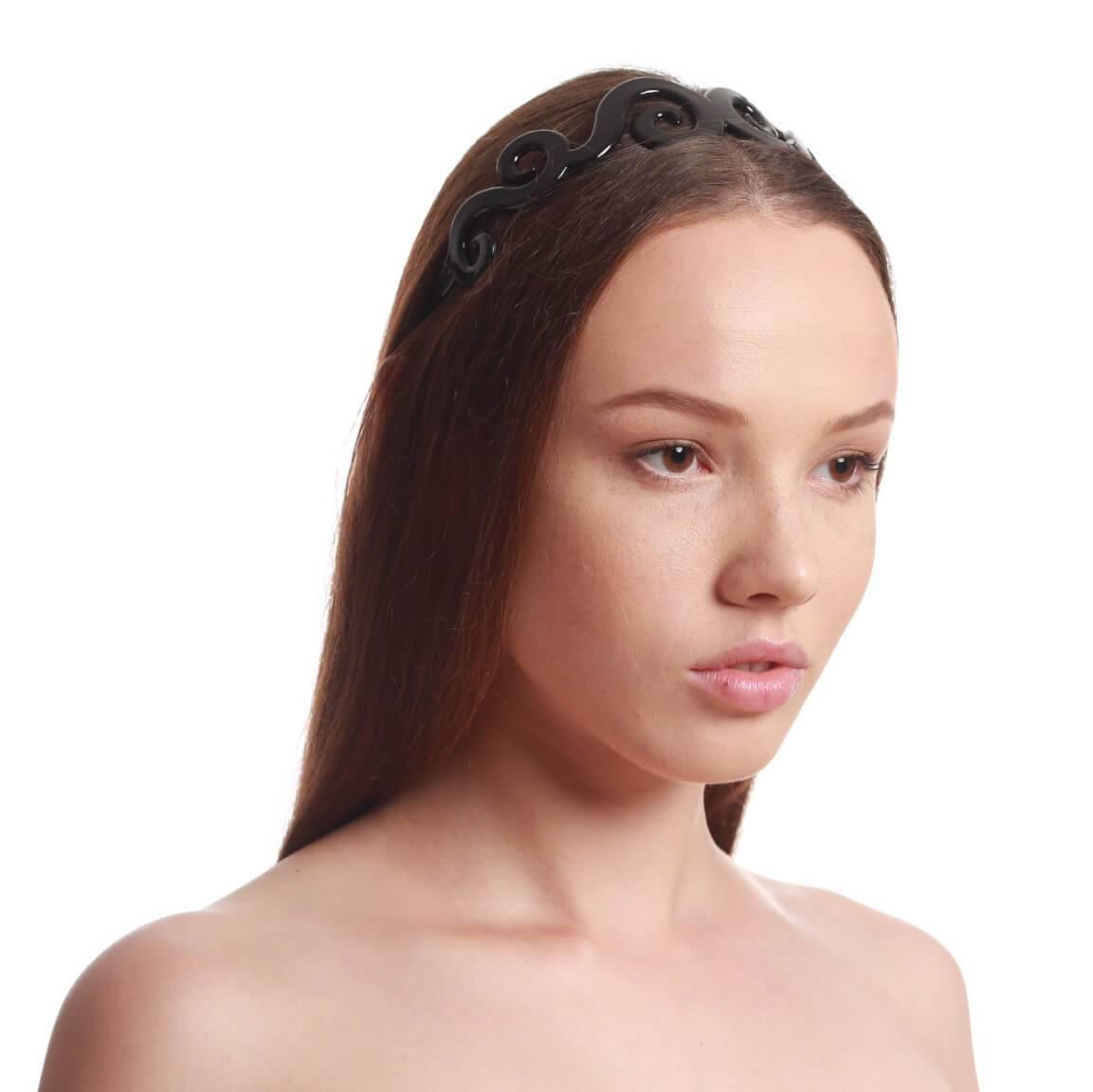 model with headband 4