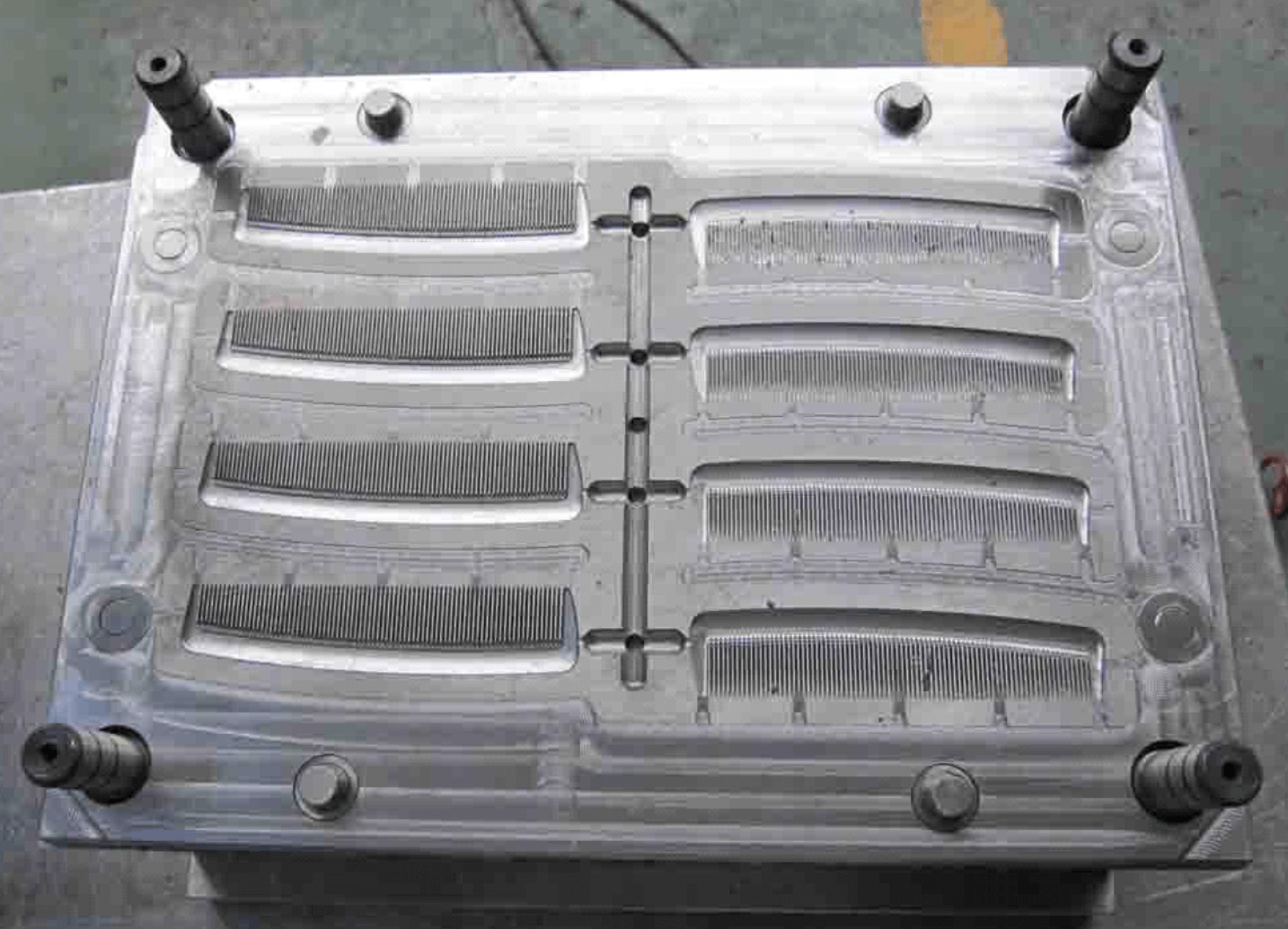 injection mould for combs